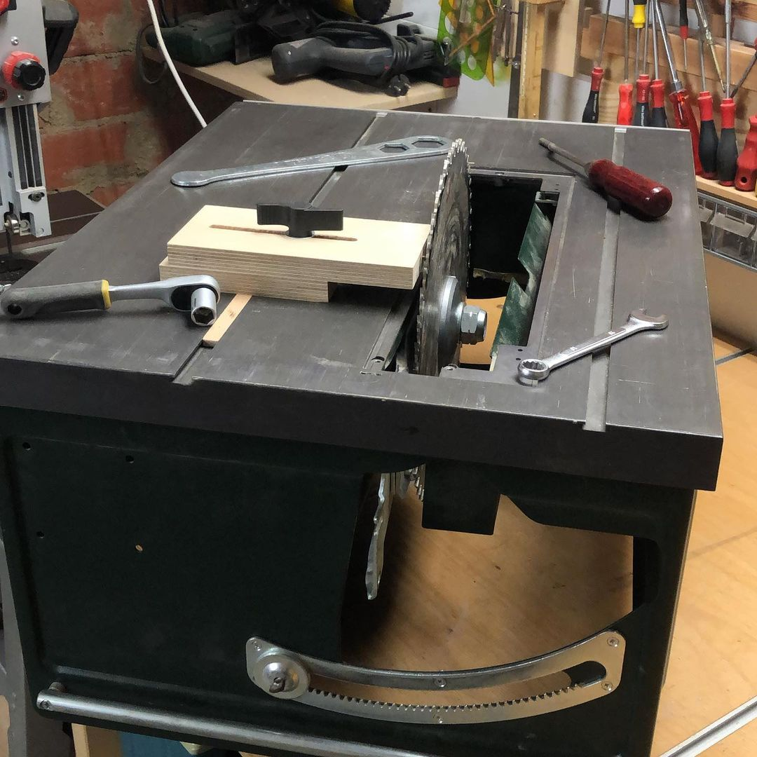 What Do You Need to Change a Table Saw Blade